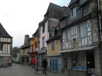 Rue commerçante avec façades à colombages - Quimper