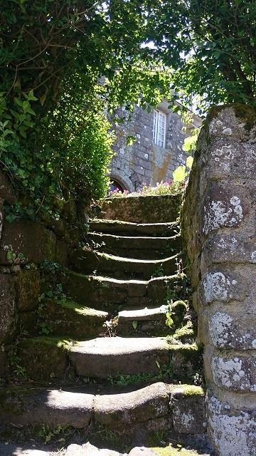 locronan-bretagne-escalier