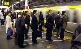 file-indienne-metro-japon