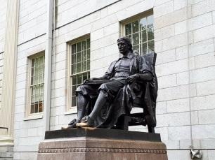 john-harvard-statue